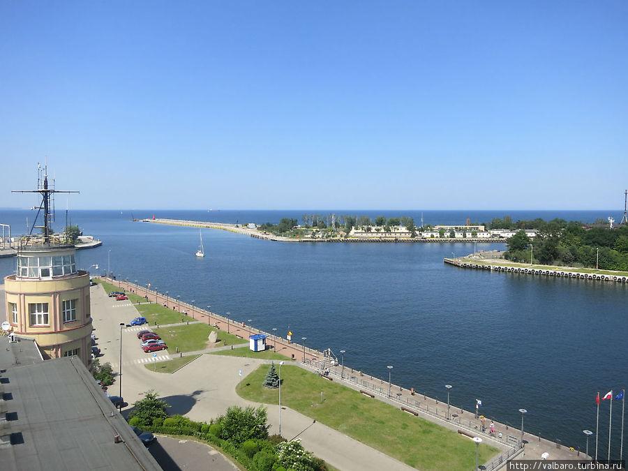 Вид с маяка на порт