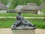 Памятник маленькому Пушкину и Арине Родионовне