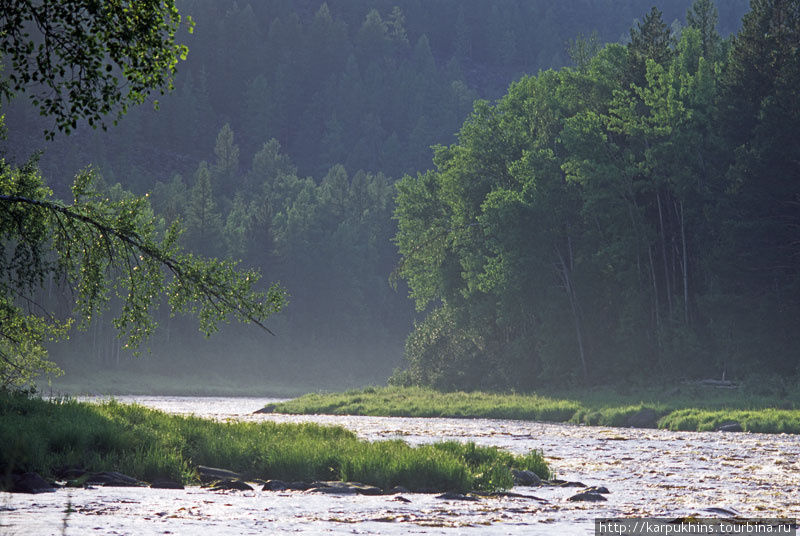 В этой части река участками представляет собой сплошной каменистый перекат.
