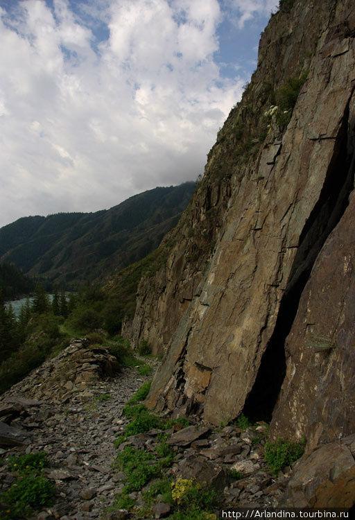 Обрушение скалы прямо на