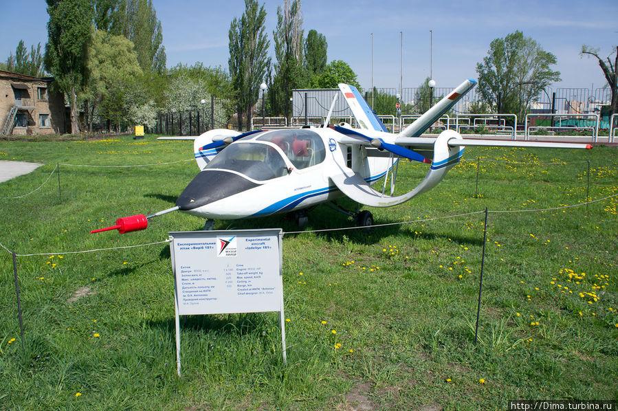 Экспериментальный маленький самолётик. Называется: «Изделие 181»