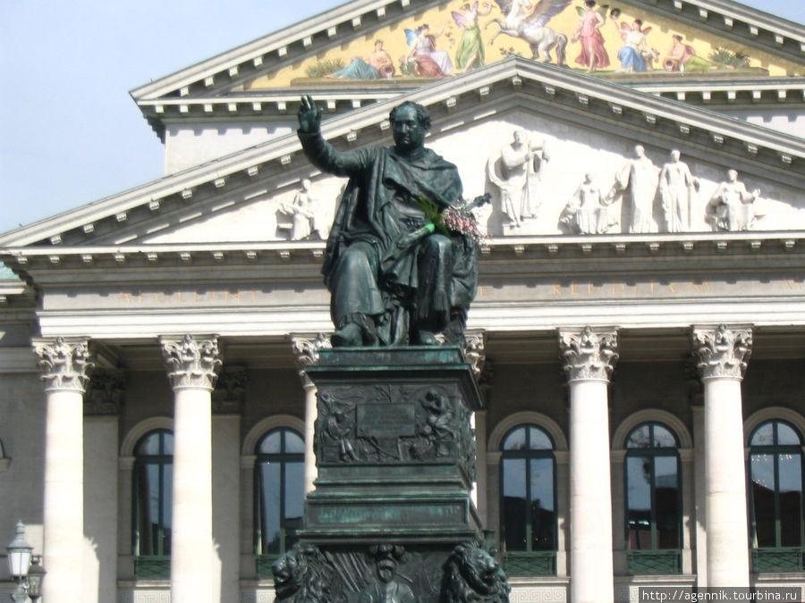 Площадь Макса-Иосифа I, памятник