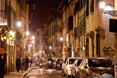 После первой вечерней прогулки мы поняли, что фотографировать город нужно после 3 часов ночи. До этого времени на улицах кипит жизнь. Повсюду припаркованные автомобили...