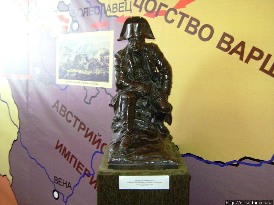 Напрасно ждал Наполеон, последним счастьем упоённый, Москвы коленопреклонённой с ключами старого Кремля