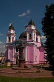 Перед Кафедральным собором установлена статуя украинского епископа Буковины Евгения Гакмана , благодаря немалым усилиям которого и было организовано строительство Национального университета в Черновцах