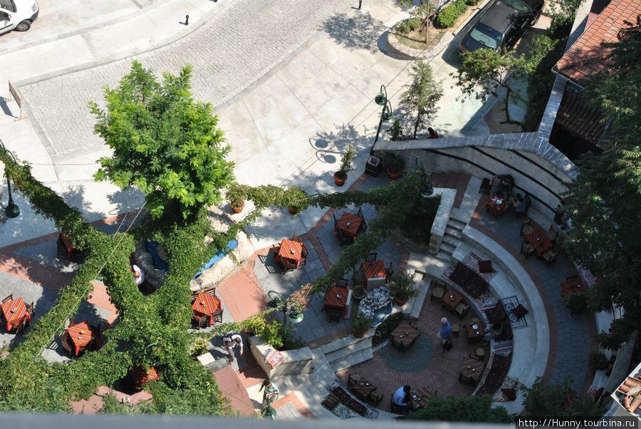 Кафе у подножья Галатской башни