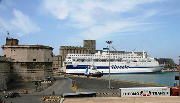 Форт Микеланжело в порту