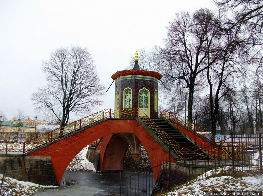 Крестовый мост, построенный в 1776-79 г.г. по проекту отца и сына Нееловых.