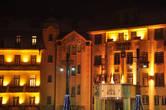 Да и само здание отеля Thermia Palace и павильона Irma, перед которыми проходило представление символического зажигания 4-ой свечи, в ночной подсветке — будто из сказки.