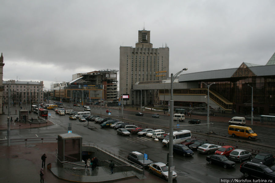 вид на площадь и вокзал