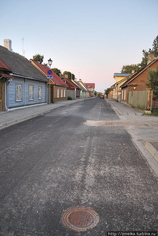 Улица Uus (Новая), дом вдалеке