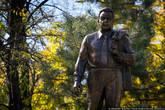 В городском сквере стоит памятник…кому бы вы думали? Дорогому нашему Леониду Ильичу. Между прочим — единственный в России. Жители города-героя сердечно благодарны Брежневу за то, что он сделал для Новороссийска. А сделал он очень много, но об этом — чуть позже.