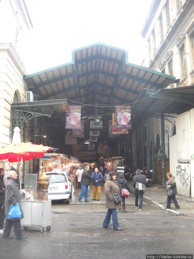 Мясные ряды справа от главного здания рынка