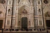 Люди и собор Санта-Мария-дель-Фьоре (он же на заглавной фотографии).