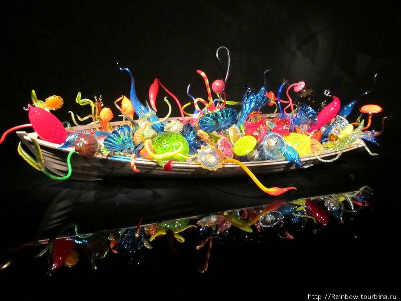 Выставка  цветного стекла