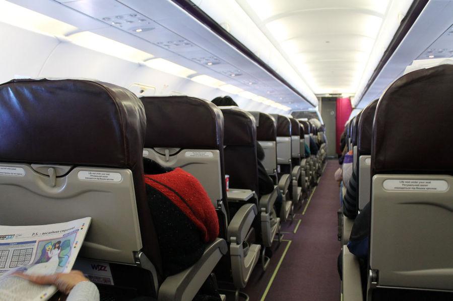 салон Wizz Air, взгляд вперед
