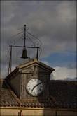 главными атрибутами муниципалитета являются часы и колокол