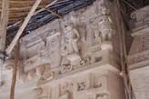 La Torre. Искусно сделанные фигуры человека покрывают верхнюю часть пасти монстра.