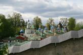 Псково-Печерский монастырь. Вид из-за монастырской стены.