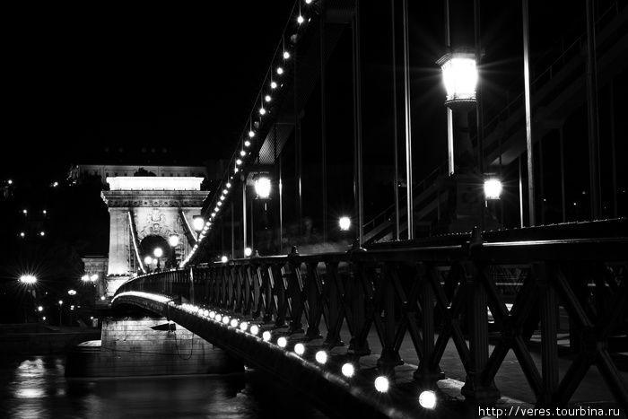 фонарики на Цепном мосту