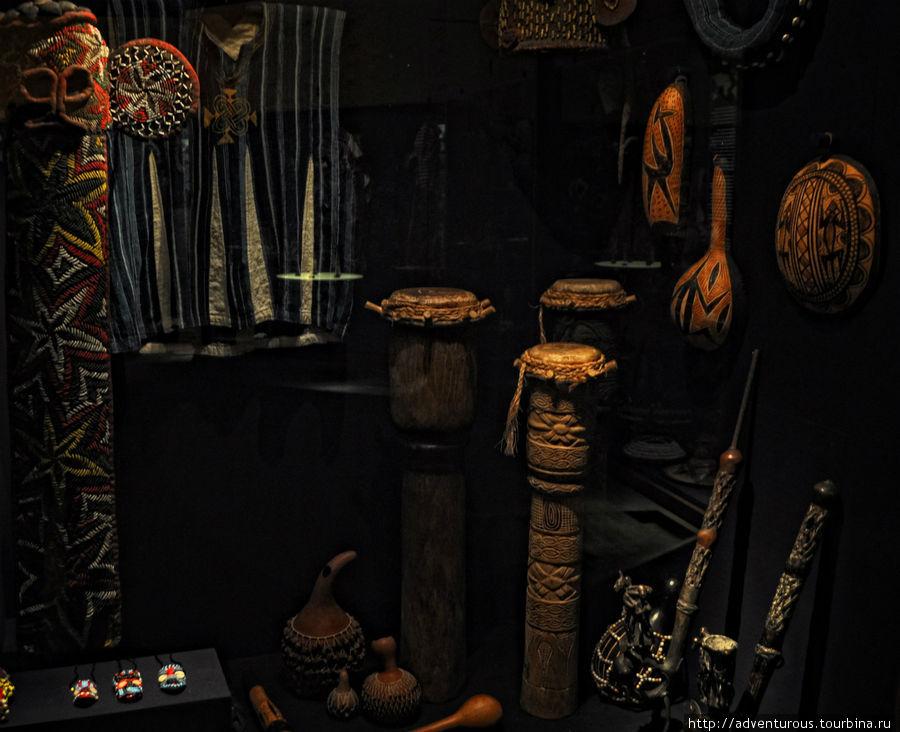 Тотемы, ритуальные вещи народов Африки.