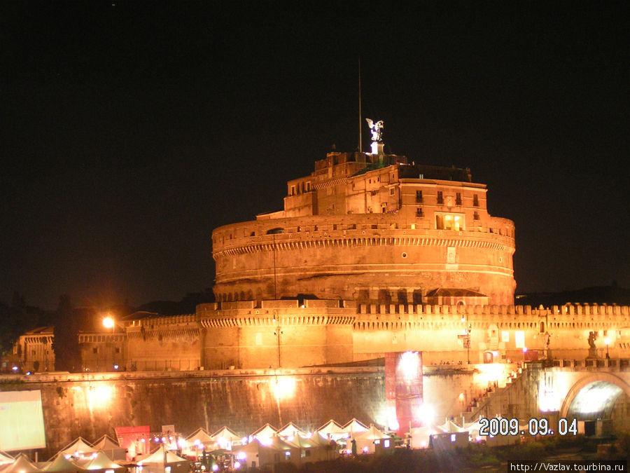 Вид на замок в ночи