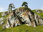 Скалы вдоль реки Чусовая принято называть камнями. Эти скалы называются Слободской камень