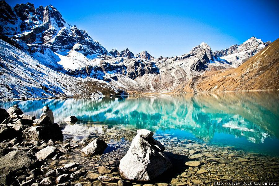 озеро у подножья горы Гокио