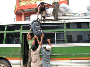 Приехали в БесиСахар, снимаем первым делом наш рюкзак, затем, будут разгружать провизию, вероятно перегрузят на мулов или осликов.