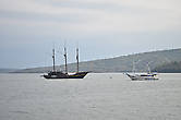 Пока я болел, в бухте на якоре стоял трехмачтовый парусник. Раньше в Индонезии я никогда не встречал судна с тремя мачтами.