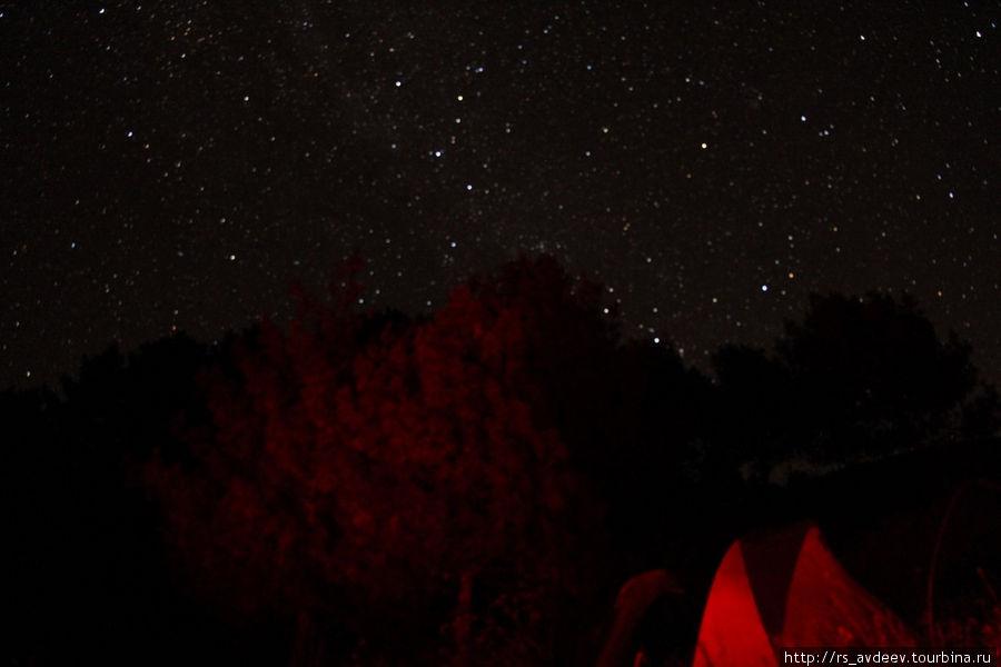 Наши палатки на фоне звездного неба