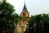 Над городом возвышается Дозорная башня Епископского замка.