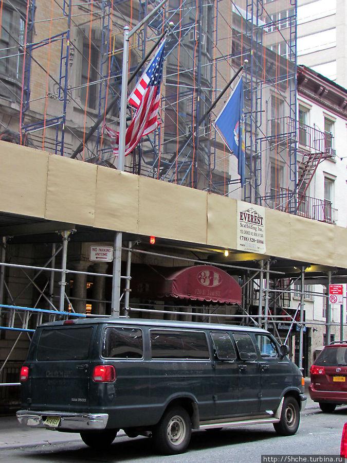 Фасад пока еще ремонтируется