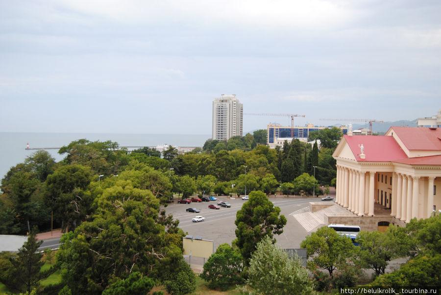 Вид на город и зимний театр