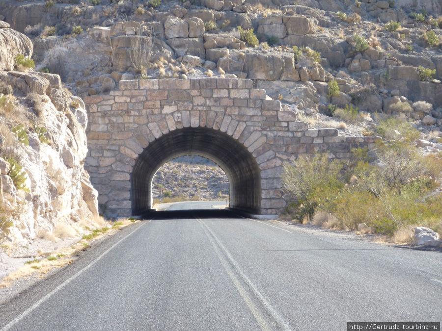 Небольшой туннель на дороге к каньону.