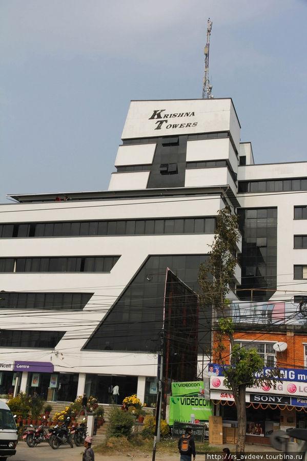 В отличии от Индии тут уже встречаются вполне современные бизнес центры
