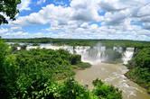 Водопады видны и слышны уже с самого начала тропинки..