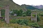 Город расположен у горы Казбек всего в 11 километрах от границы с Россией. Главной достопримечательностью можно считать церковь святой Троицы в Гергети, расположенную на высоте более 2 км, её видно отовсюду из города.