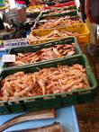 Утром можно погулять по рыбному базару, чтоб поесть морепродукты или поглазеть на бойкую торговлю хорватов