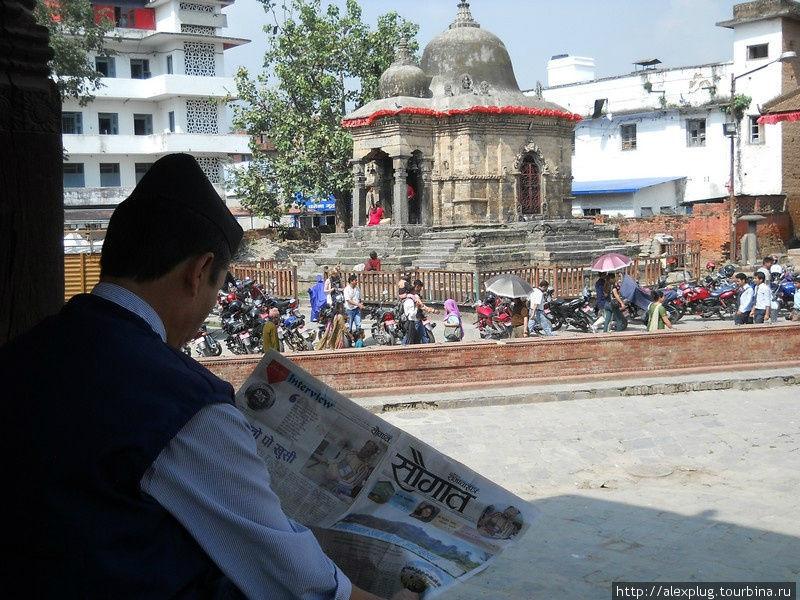 И жили катмандинцы долго и счастливо рядом: буддисты, индуисты, христиане и хиппи с треккерами.