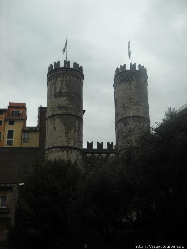 Вид на ворота с площади