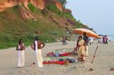 Паломники с храма тоже приходят на пляж отдыхать