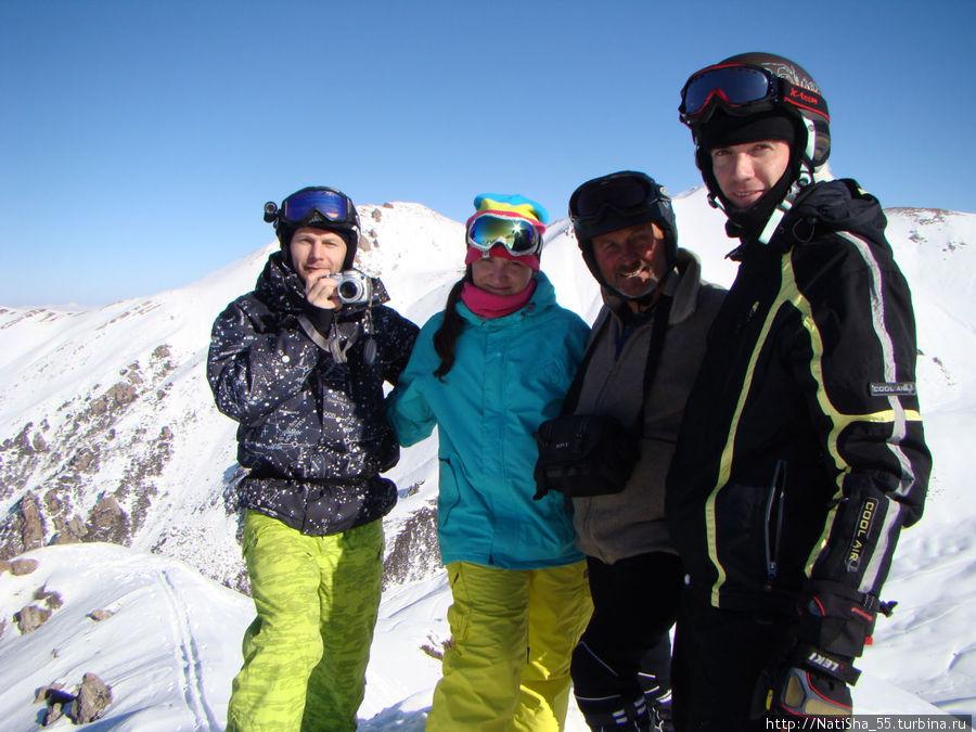 Фото на вершине 3450 метров. Валерий Николаевич 2-ой справа.