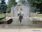 Старинный фонтан в верхнем парке.