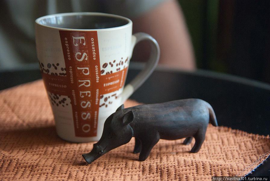 В кафе можно приобрести симпатичные сувениры из дерева