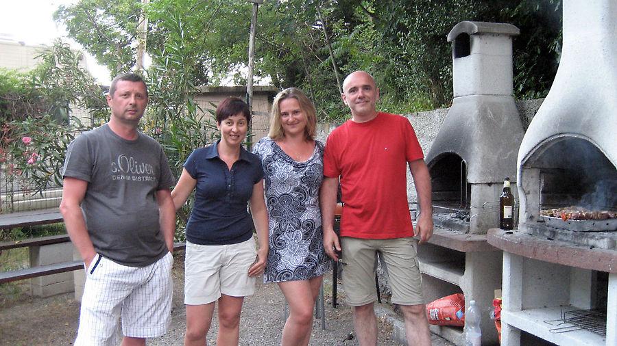 Мы отлично подружились с русскими из Германии и даже устроили совместное барбекю (извините, шашлыки по-нашему)