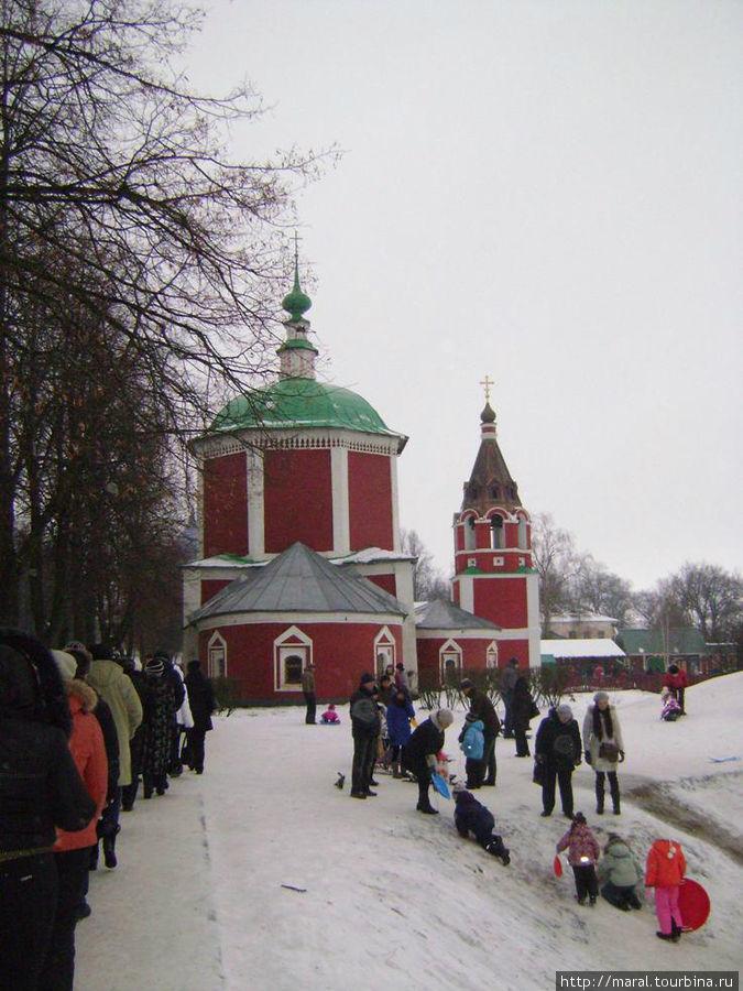 Успенская церковь (XVIIв.) «на княжьем дворе» в восточной части кремля, представительница московского барокко