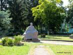 Рядом с костелом установлен памятник Густаву Олизару – самому известному из владельцев Коростышева. Время его правления было самым благоприятным для города.