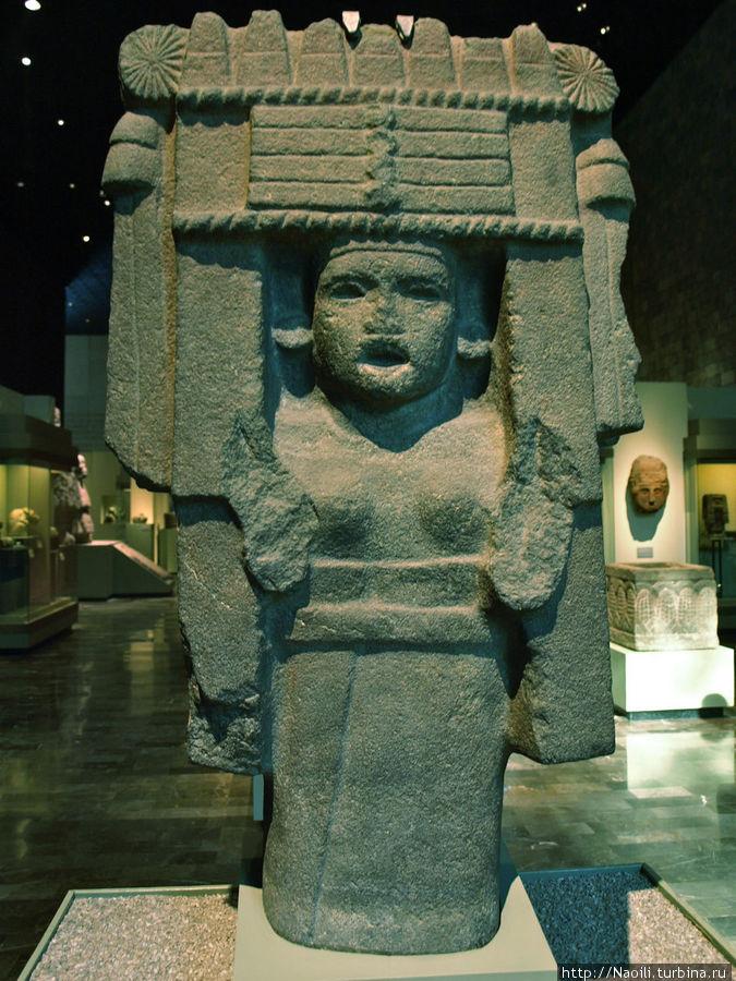 Фигура жрицы Чикомекóатл на празднике Очпаництли