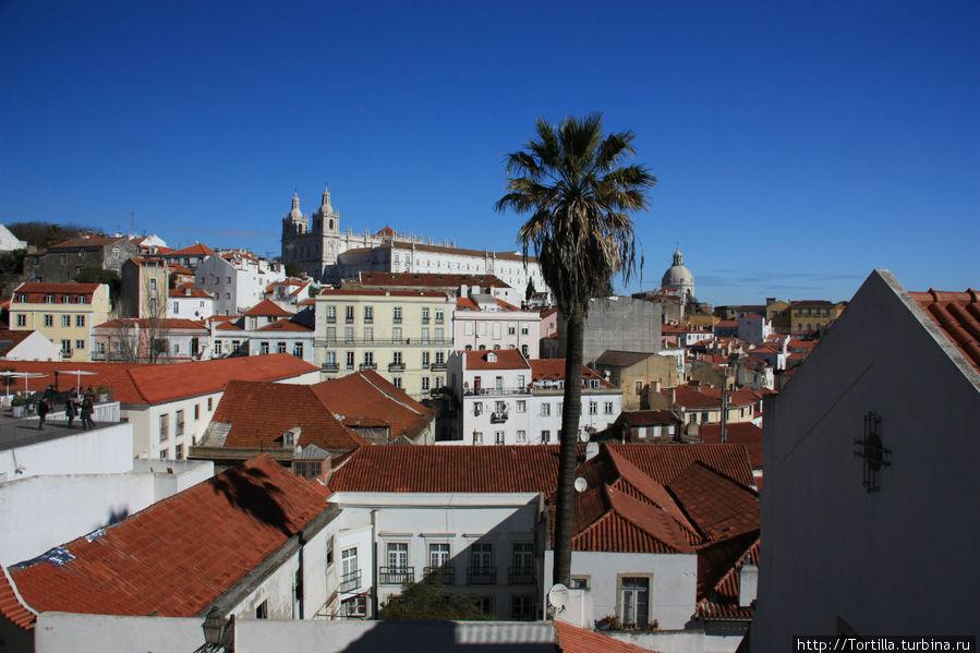 Лиссабон. Вид с miradouro de Santa Luzia